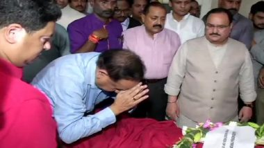 Arun Jaitley Dies: Harsh Vardhan Lays Wreath on Mortal Remains on Behalf of PM Narendra Modi