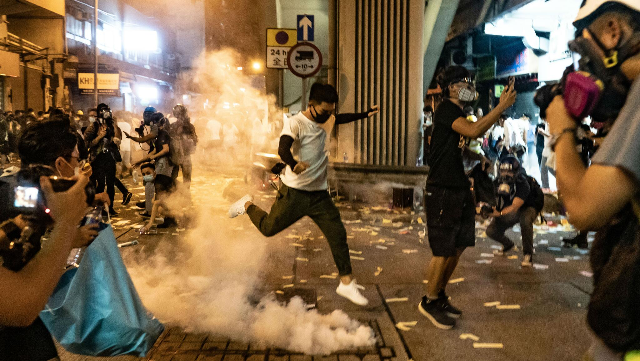 Hong Kong Government Mulls Face Mask Ban at Protests: Reports