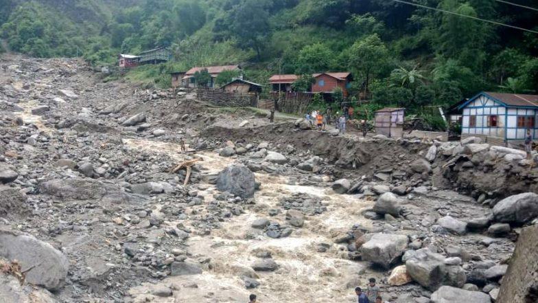 Himachal Pradesh Rains: More Than 300 Vehicles Stuck After Roads Get Blocked Due to Landslides