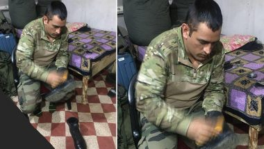MS Dhoni Polishes His Shoe While Serving Indian Army in Kashmir, Twitterati Hail Indian Cricketer for His Humble Gesture (See Photo)