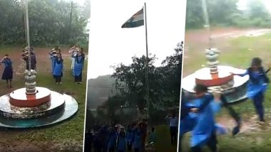 On Independence Day 2019, Mangaluru School Students, Teachers Continue Singing National Anthem Amid Heavy Rains as Guests Rush For Shelter (Watch Inspiring Video)