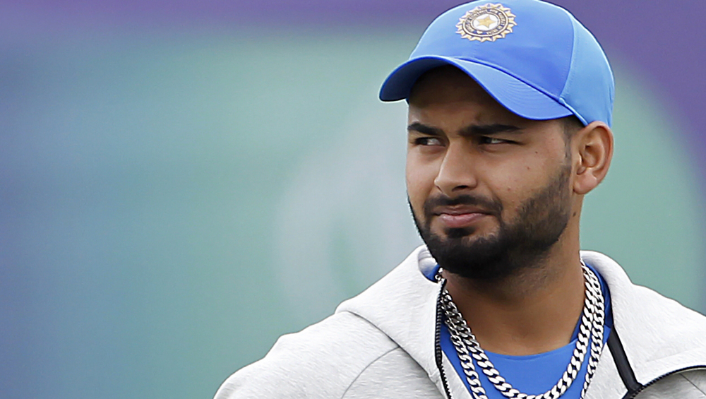 Rishabh Pant Working Out Indoors to Stay Fit During Coronavirus Lockdown (Watch Video)
