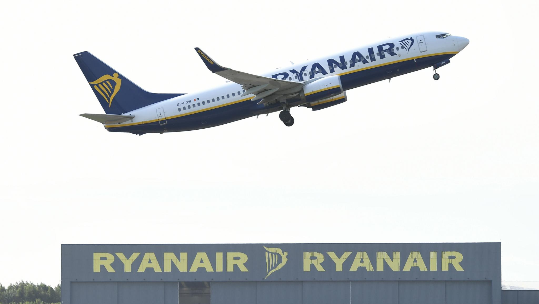 Ryanair Says Three Boeing 737NGs Planes Grounded by Cracks