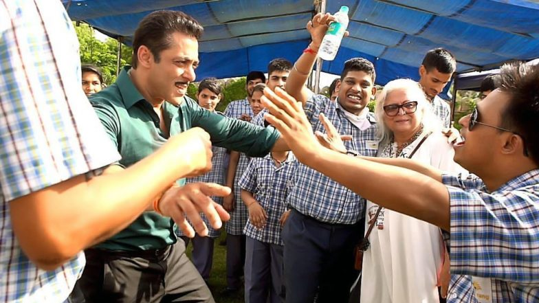 Salman Khan and Sonakshi Sinha Spend Quality Time With Special Children in Jaipur (View Heartwarming Pics)