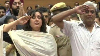 Sushma Swaraj Dies at 67: Daughter Bansuri, Husband Swaraj Kaushal Bid Farewell to BJP Stalwart With Tearful Salute; Watch Video