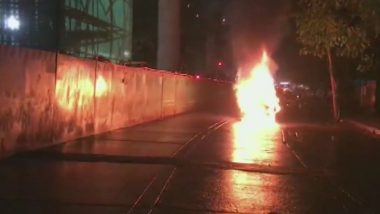 Mumbai: Fire in Moving Car on LBS Road in Mulund, Passengers Come Out Safe