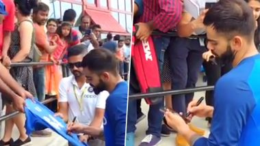 Virat Kohli Smilingly Signs Autographs and Clicks Pictures with Fans Ahead of India vs West Indies T20 Series in Miami (Watch Video)
