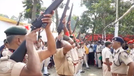 Jagannath Mishra Last Rites Video: Rifles Fail to Fire During State Funeral of Former Bihar CM in Supaul