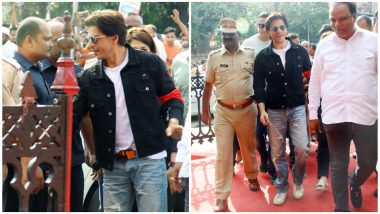 Shah Rukh Khan at Bandra Station! Now That's a Sight You Don't See Everyday (Watch Video)