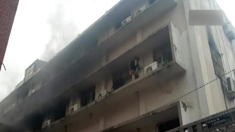 Gujarat: Fire Breaks Out at Paediatric Ward of Shree Sir Sayaji General (SSG) Hospital in Vadodara, All Kids Safely Evacuated