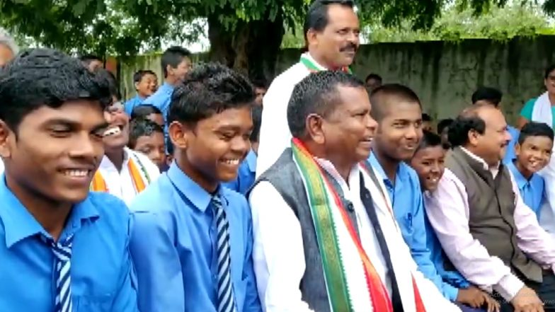 'Grab Collector and SP by Their Collars to Become a Leader', Chhattisgarh Minister Kawasi Lakhma Tells School Kids; Watch Viral Video