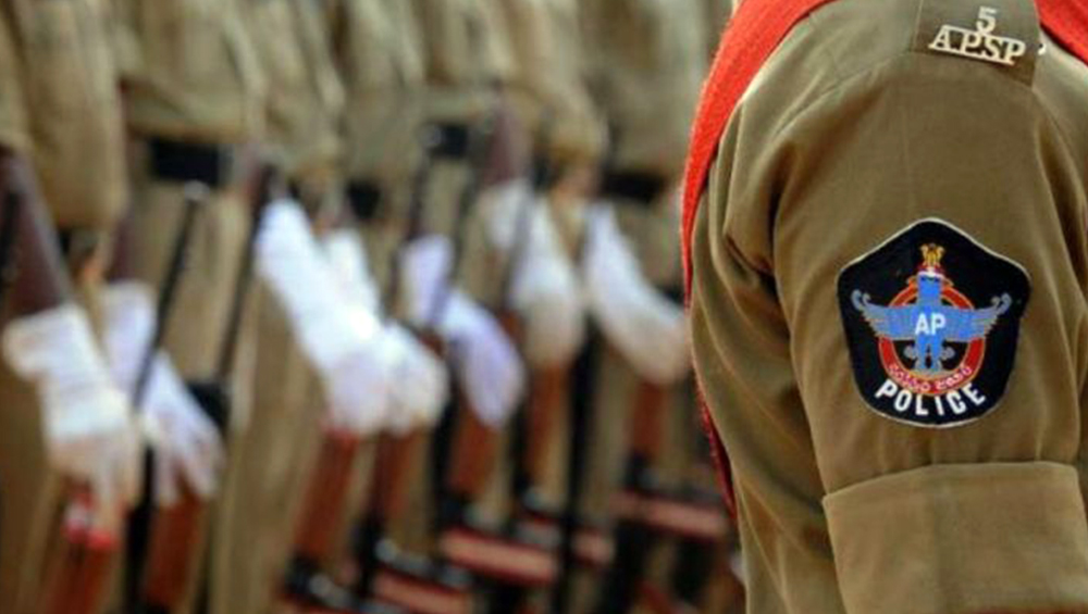 Andhra Pradesh Cop on Lockdown Enforcement Duty Gives Mother's Funeral a Miss, Watches Last Rites on Video Call