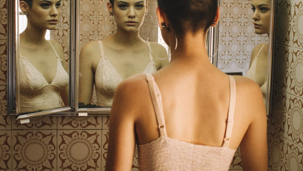 Are Your Clothes Giving You Acne? 5 Ways They Are Making You Break Out