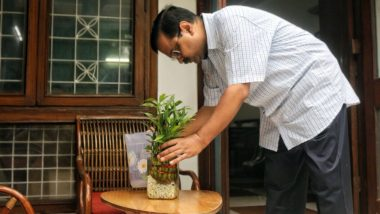 Arvind Kejriwal Launches #10Hafte10Baje10Minute Twitter Campaign Against Dengue, Checks Standing Clean Water in House, See Pics