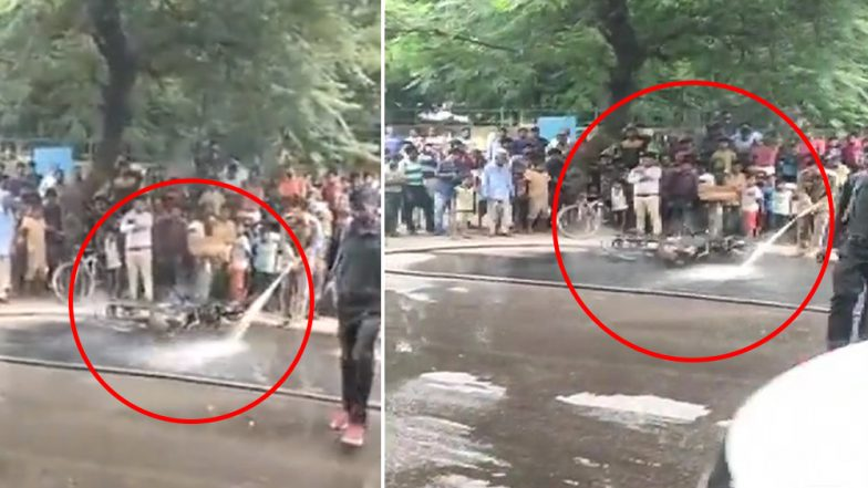 Delhi Man Sets Bike on Fire After Being Asked to Pay Rs 11,000 As Fine Under the Motor Vehicle Act, 2019 (Watch Video)