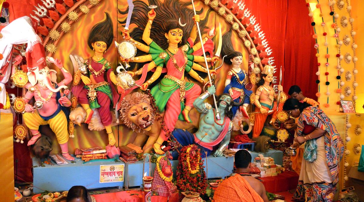 Shri Durga Stuti Paath With Lyrics for Navratri 2019: Watch Video of Anuradha Paudwal's Devotional Song and Mantra to Worship Maa Durga
