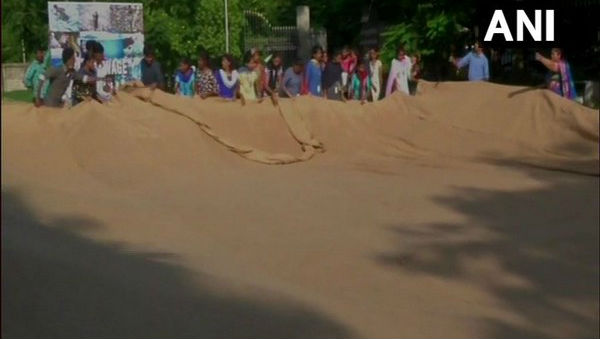 'World's Largest Jute Bag' Stitched by 9 Blind Students in Coimbatore Set to Enter Guinness World Record
