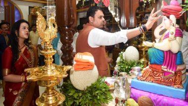Ganesh Chaturthi 2019: Maharashtra CM Devendra Fadnavis Offers Prayers at His Residence With Family