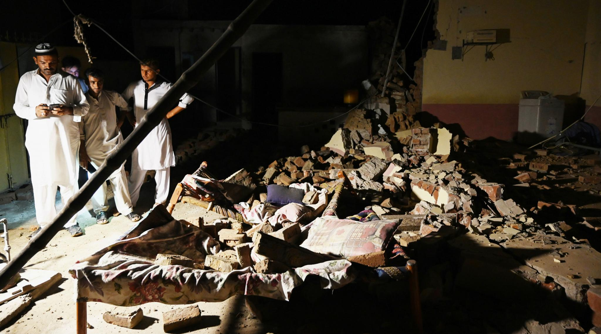 Pakistan Earthquake: Death Toll in Pak Quake Climbs to 22 As Rescuers Assess Damage