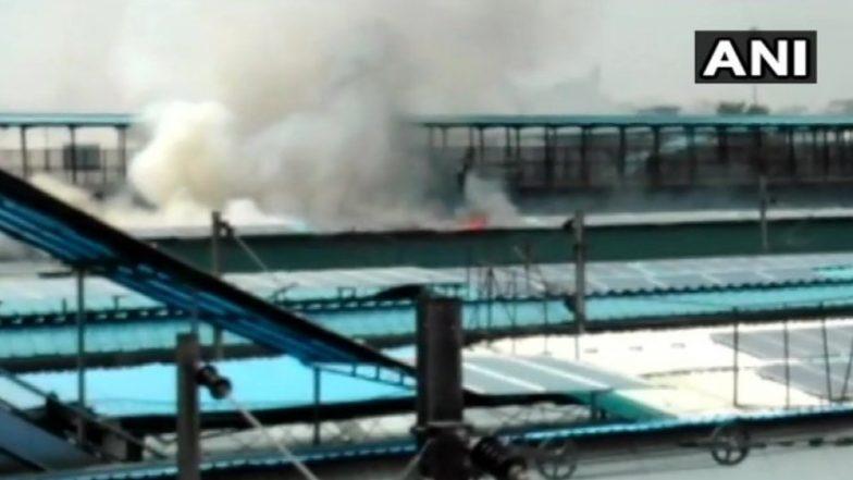 Fire at New Delhi Railway Station: Blaze Erupts in Rear Power Car of Chandigarh-Kochuveli Express, Passengers Safe