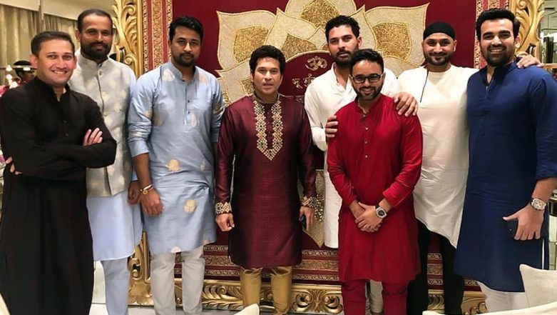 Sachin Tendulkar Shares Memorable Photo from Ganesh Chaturthi Festival at Antilia, Captions Pic with Indian Cricketers 'Teammates for Life'