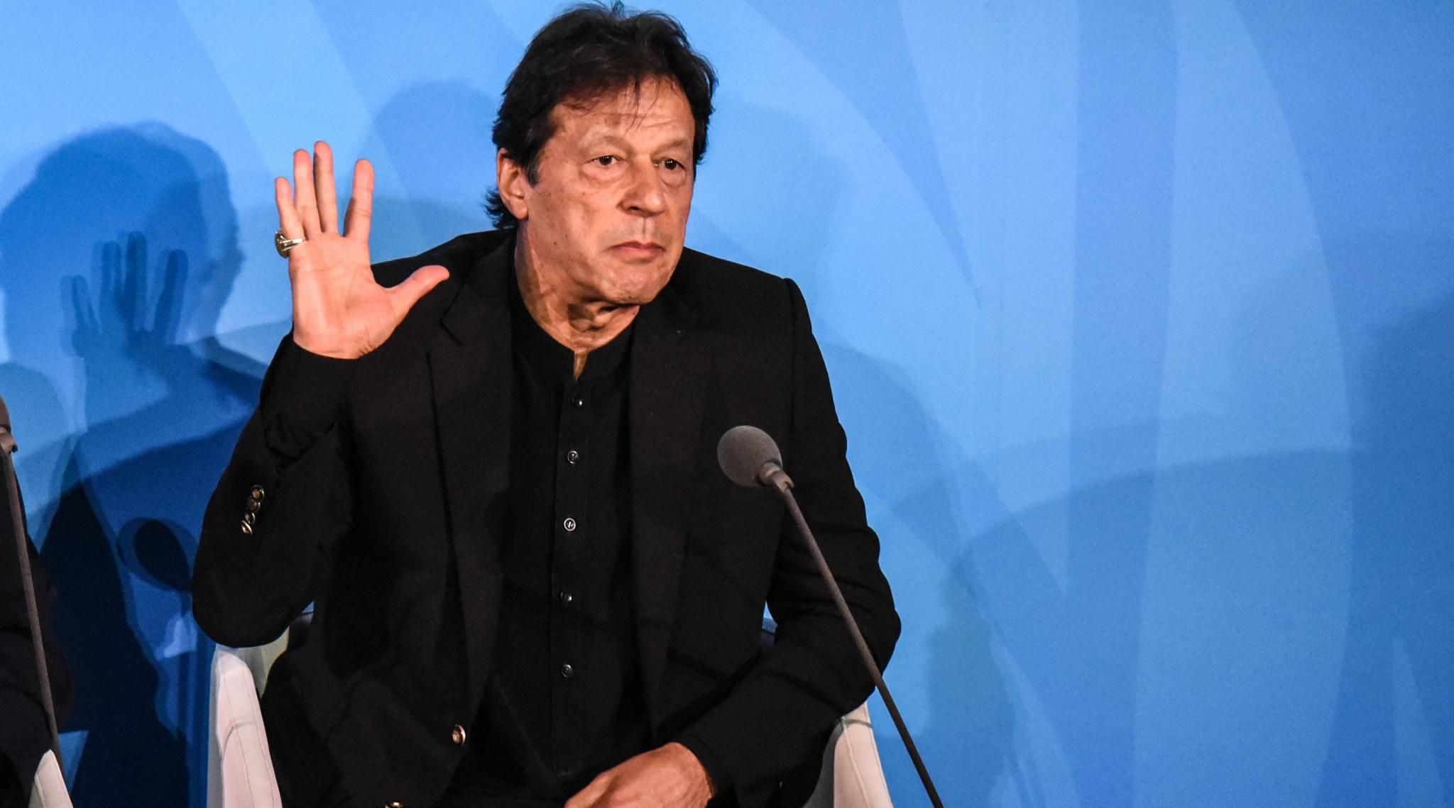 Pakistan PM Imran Khan Urges Provinces to 'Reassess' Complete Lockdowns Amid COVID-19 Pandemic