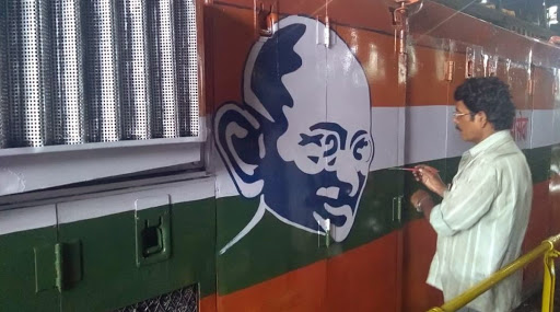 Indian Railways Paint Diesel Locomotives to Celebrate Mahatma Gandhi's 150th Birth Anniversary, Ply 15 Trains on Mumbai-Pune Route; See Pics