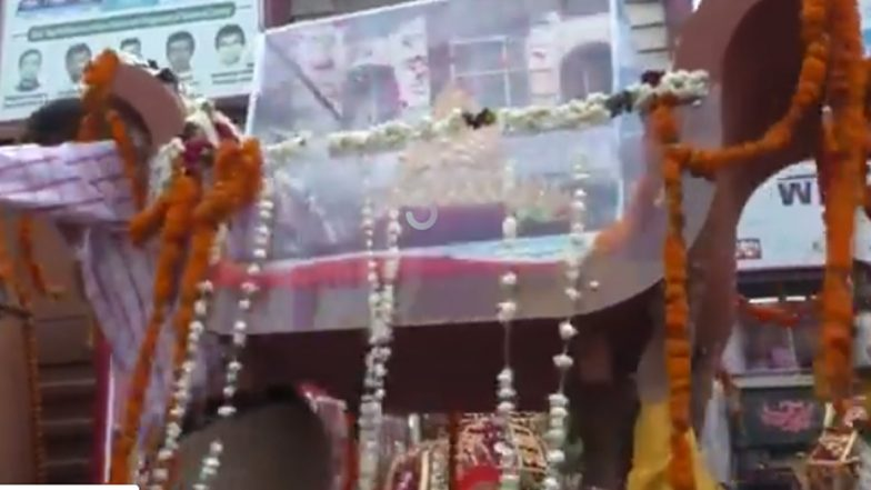 PM Narendra Modi 69th Birthday: 1.25 KG Golden Crown and Procession Taken Out in Varanasi, Watch Video