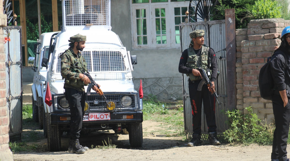Jammu and Kashmir: Terrorists Open Fire at CRPF Personnel in Pulwama, Security Forces Retaliate
