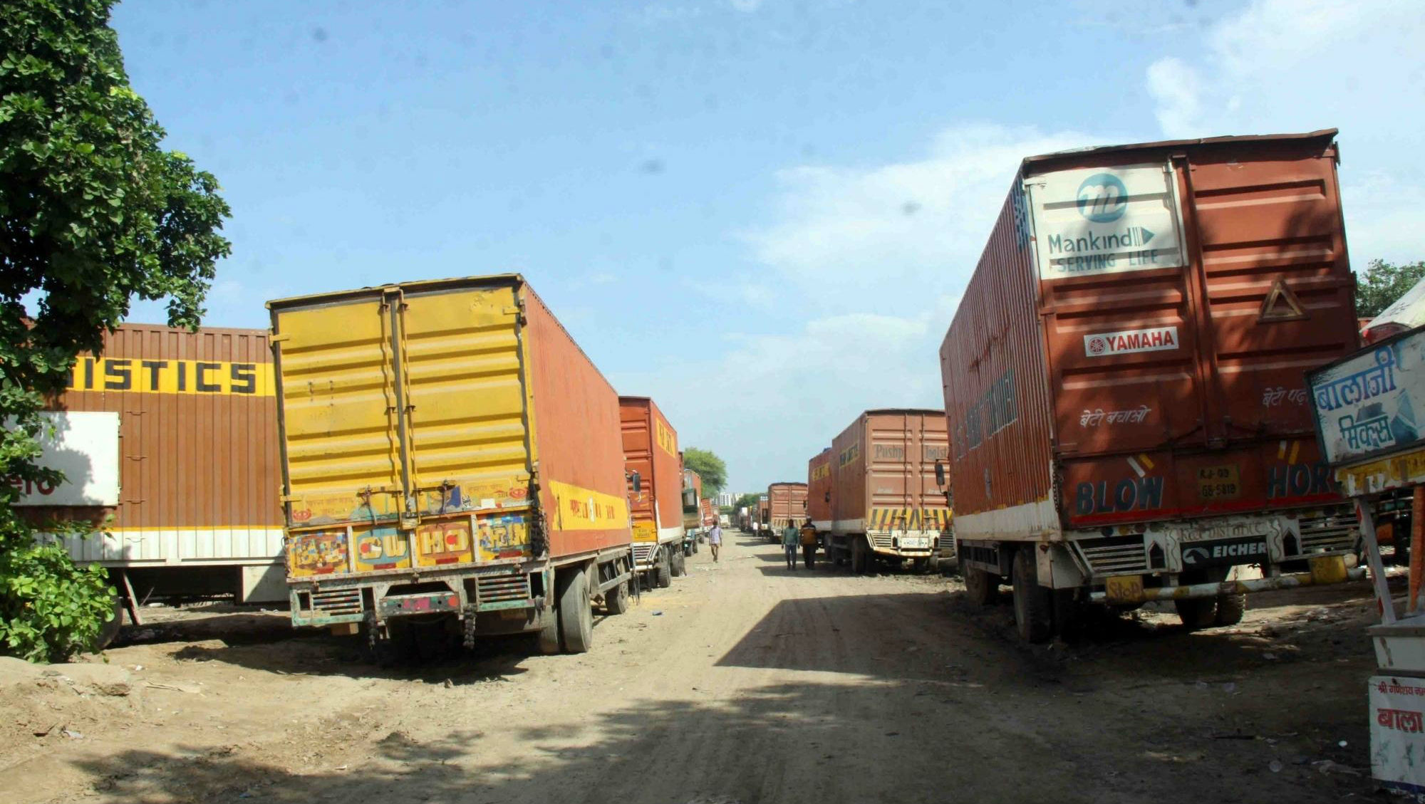 Maharashtra Police Nabs Two Containers Carrying 300 Migrant Workers from Rajasthan