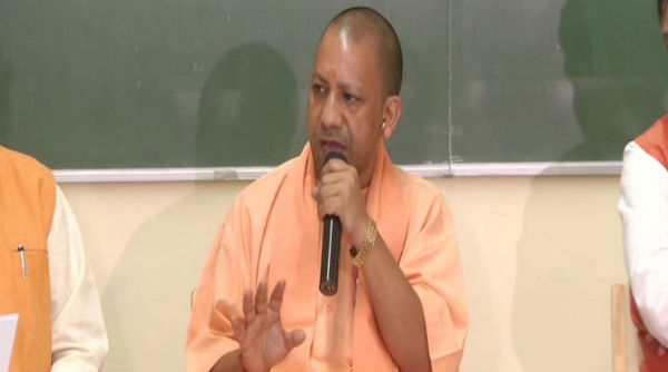 Coronavirus Lockdown: Yogi Adityanath Writes to CMs of Maharashtra, Haryana on Migrant Workers From UP, Says 'Arrange Food and Shelter For Our Stranded Labourers, UP Govt Will Bear Cost'