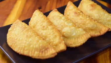 Ganeshotsav 2019 Bhog for Day 10– Baked Karanji: Know How to Prepare This Traditional Sweet Dish for Ganpati Festival (Watch Video)