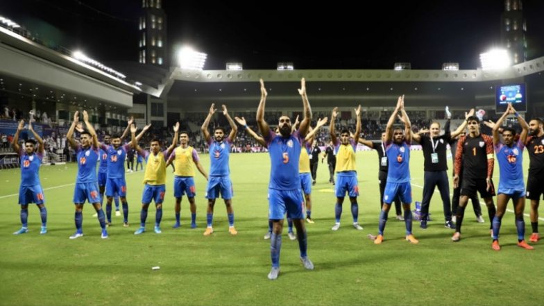 Indian Football Star Sandesh Jhingan Leads the Chants, Celebrates With Crowd After a Historic Draw Against Qatar in FIFA World Cup 2022 Qualifiers (Watch Video)