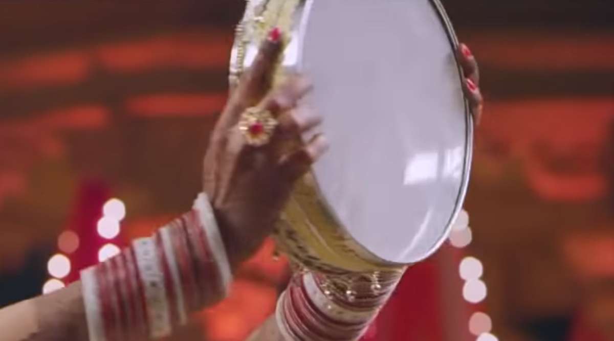 Karwa Chauth 2019 Moon Sighting: How to Break the Fast If Chandrama Is Not Visible on Karva Chauth? (Watch Video)