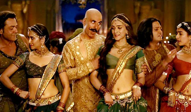 Housefull 4 Box Office: Akshay Kumar and Kriti Sanon's Multi-Starrer Comedy Drama Earns Rs 53.22 Crores in 3 Days