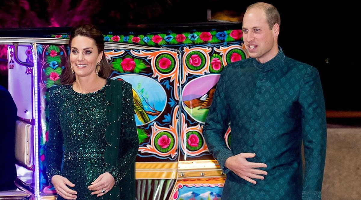 Kate Middleton and Prince William Twin in Green as they Arrive in a Rickshaw for a Special Reception at Pakistan National Monument