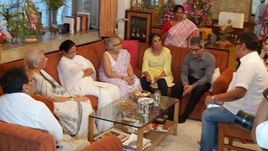 Mamata Banerjee Goofs Up in Taking Nobel Prize Winner Abhijit Vinayak Banerjee's Name
