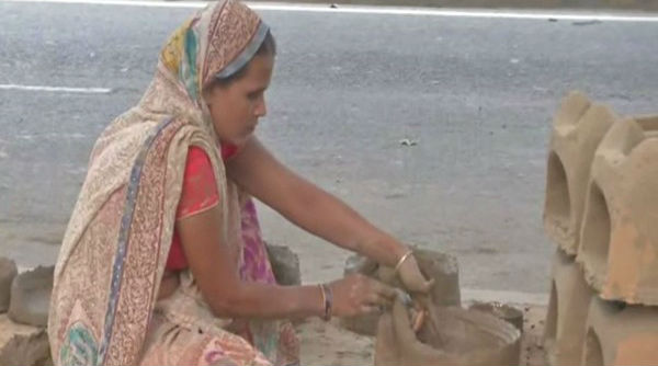 Chhath Puja 2019: These Muslim Artisans Have Been in Chulha-making Business in Bihar for Decades