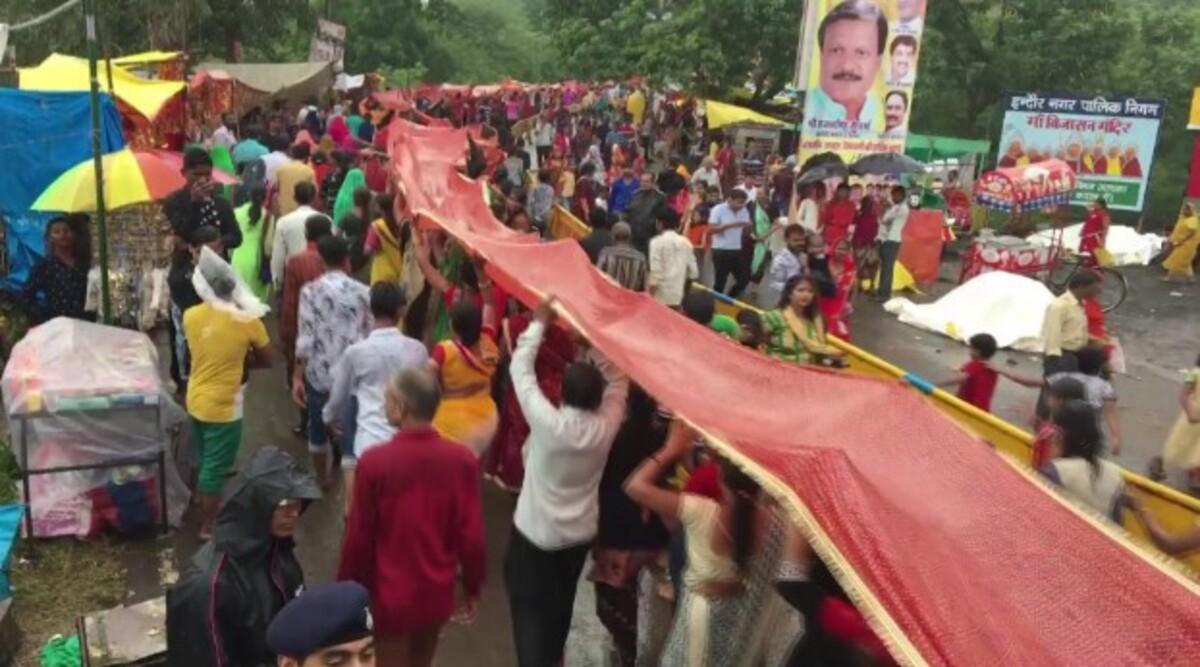 Madhya Pradesh: 2 Km-Long 'Chunri Yatra' Taken Out in Indore to Pledge Plastic-Free India