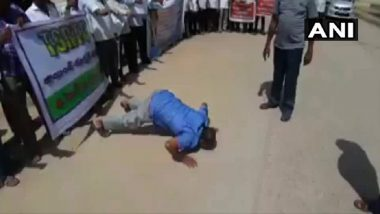 Telangana: Protests by TSRTC Employees Intensify in Hyderabad, Protesters Rub Their Nose on Ground