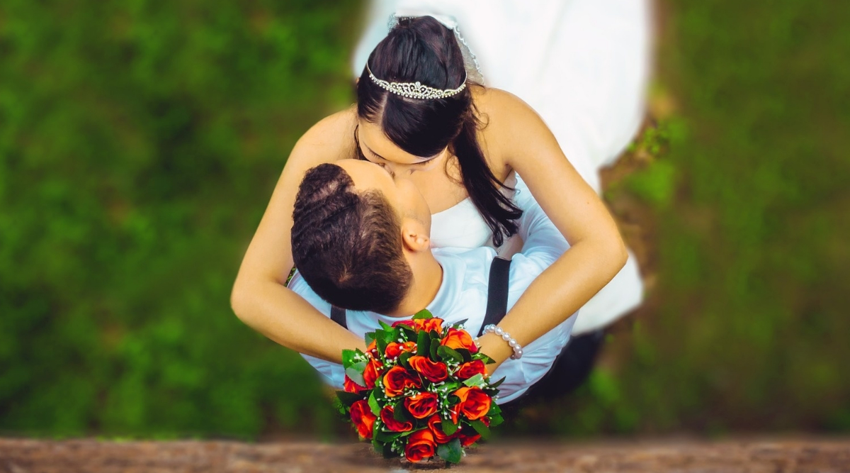 Kissing Tips and Tricks: Date With Her? Here's How to Make the First Move