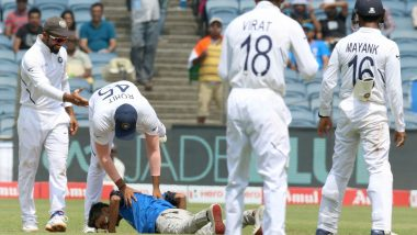 IND vs SA 2nd Test 2019: Man Breaches Security Cordon, Touches Rohit Sharma's Feet Before Being Hauled Off the Field