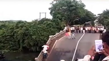 Gujarat: Bridge Located Above River in Junagadh's Malanka Collapses, 4 Cars Fall; Watch Video of Accident Site