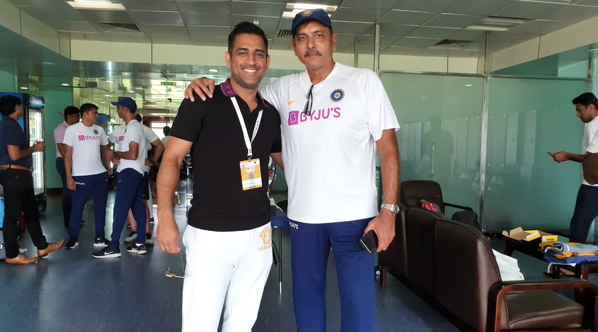 MS Dhoni and Ravi Shastri's Photo Invites Mixed Response on Twitter, Netizens Call It 'Bear With Ice', Others Recall ICC CWC 2011 Final