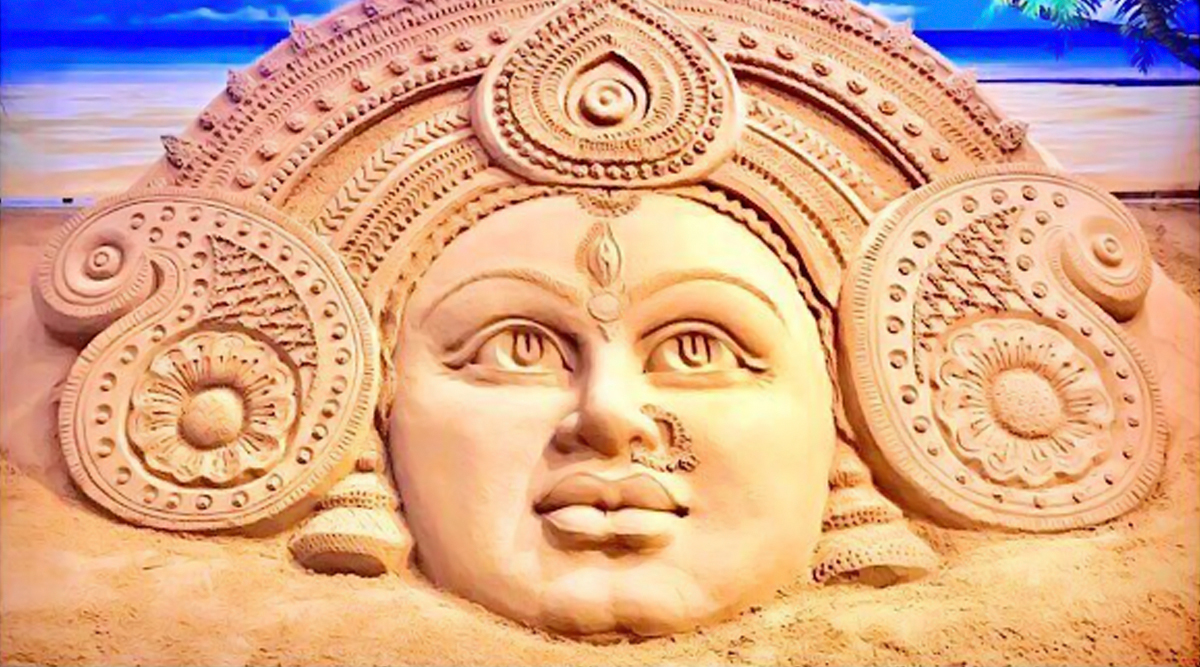 Subho Maha Saptami 2019 Greetings Image: This Beautiful Sand Art of Maa Durga by Sudarsan Pattnaik is Perfect to Share as WhatsApp Message With Family and Friends!