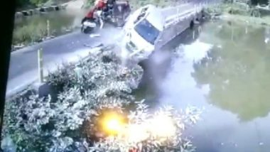 Madhya Pradesh: Car Plunges Into River in Niwari District After Colliding With an Auto-Rickshaw, All Five Occupants Rescued; Watch Video