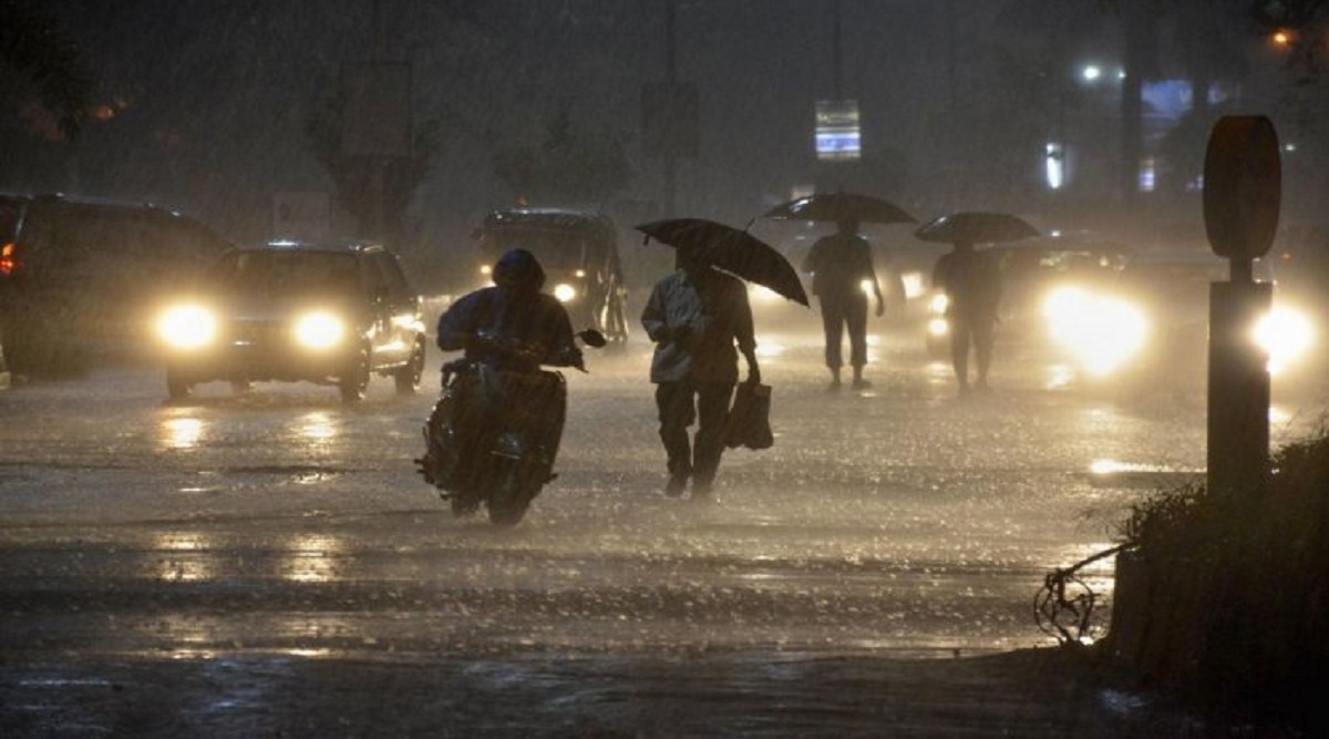 Mumbai Rains Likely to Dampen Diwali 2019 For Mumbaikars as IMD Issues Yellow Alert
