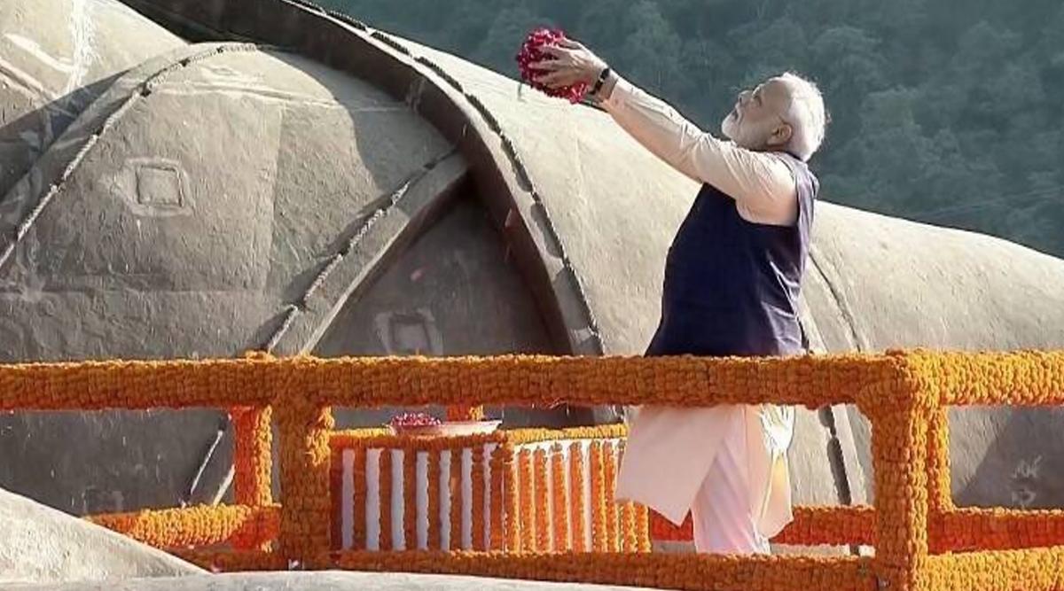 Sardar Vallabhbhai Patel 144th Birth Anniversary: PM Narendra Modi Pays Tribute to 'Iron Man of India' at Statue of Unity, Attends in Ekta Parade