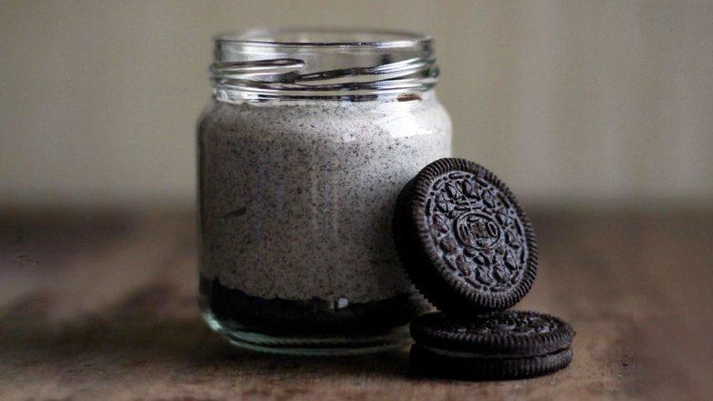 Navratri 2019 Day 7 Grey Colour Recipe: Easy Way to Make Oreo Milkshake at Home (Watch Video)