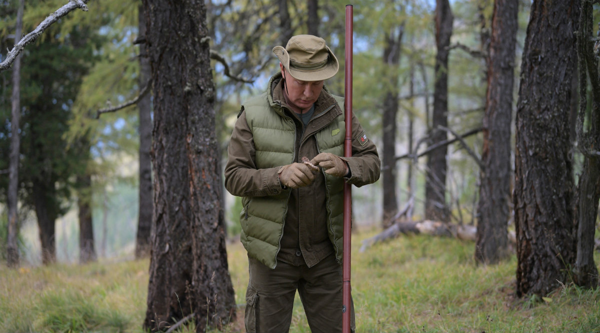 Vladimir Putin Takes Cue From Man vs Wild on 67th Birthday, Spends Day in Siberian Forests; See Pictures